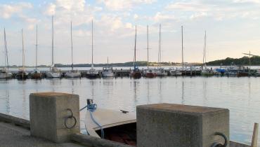 Bente Olsen - 2 Havnen i Langør
