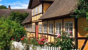 Gult bindingsværk - Maskinfabrikejerens hus i Østerby på Samsø