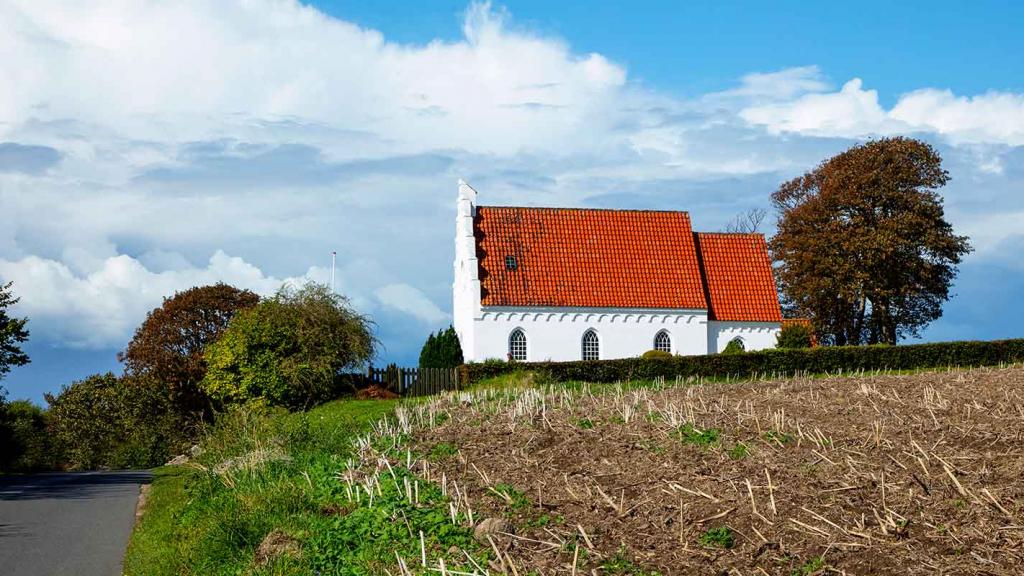 Langør-Samsø-kirken-på-toppen